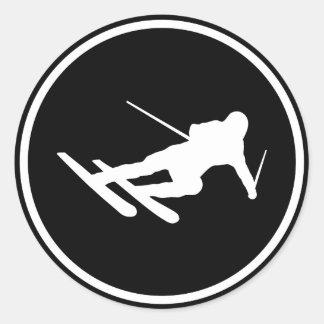 schwarze Skiskifahrenikone abwärts Runde Aufkleber