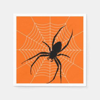 Schwarze Spinne und Netz Halloweens auf Orange Serviette