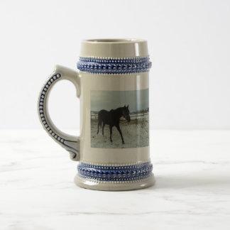 Schwarze Stallionsschönheit Bierglas