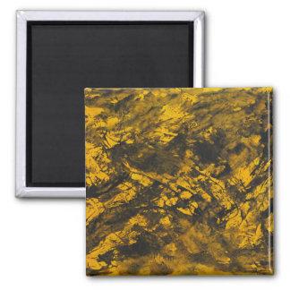 Schwarze Tinte auf gelbem Hintergrund Quadratischer Magnet
