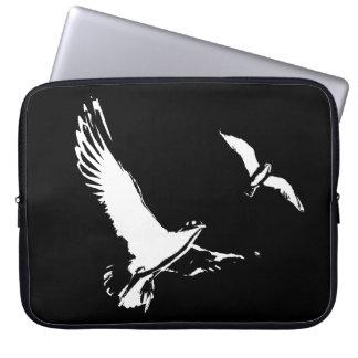Schwarze u. weiße Fliegen-Vögel - Laptophülse Laptopschutzhülle