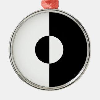 Schwarze u. weiße Harmonie Rundes Silberfarbenes Ornament