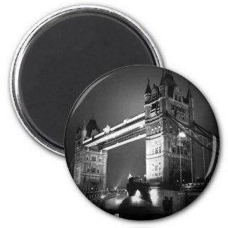 Schwarze u. weiße London-Turm-Brücke BWs Runder Magnet 5,7 Cm