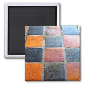 Schwarze und orange Fliesen Quadratischer Magnet