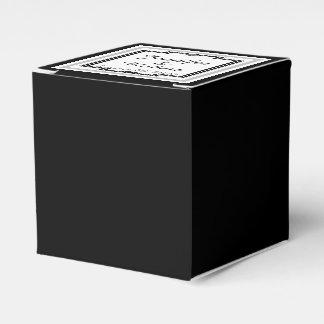 Schwarze, weiße und silberne geschenkschachtel