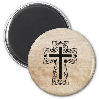 Schwarzer christlicher heiliger querer hölzerner runder magnet 5,7 cm