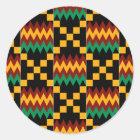 Schwarzer, grüner, roter und gelber Kente Stoff Runder Aufkleber
