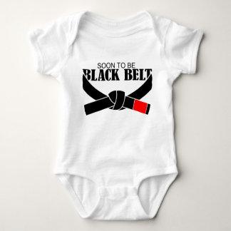 Schwarzer Gürtel bald sein!!! Baby Strampler
