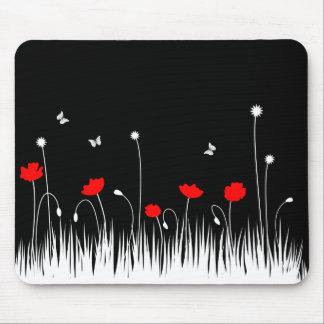 Schwarzer Hintergrund der roten Mohnblumen Mousepad