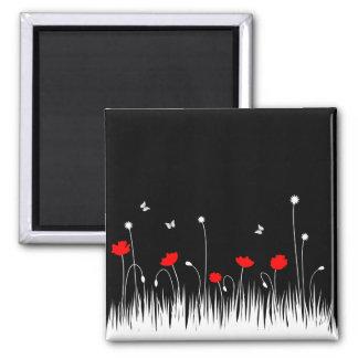 Schwarzer Hintergrund der roten Mohnblumen Quadratischer Magnet