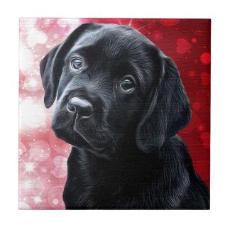 Schwarzer Labrador-Valentinsgruß-Welpe Fliese