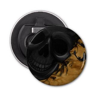 Schwarzer lächelnder Schädel umgeben durch Runder Flaschenöffner