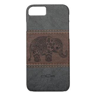 Schwarzer Paisley-Elefant über Vintagem Leder iPhone 7 Hülle
