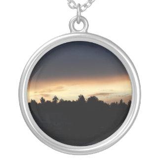 Schwarzer Pfirsich-Sonnenuntergang über See-Schwan Versilberte Kette