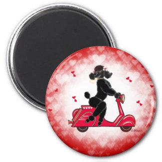 Schwarzer Pudel auf rote Herzen Runder Magnet 5,1 Cm