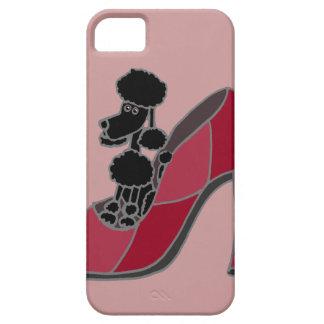 Schwarzer Pudel, der in einem rosa Absatz-Schuh si iPhone 5 Hülle
