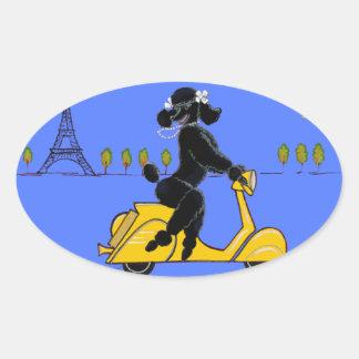 Schwarzer Pudel-Roller-Retro Eiffelturm Ovaler Aufkleber