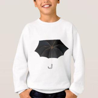 Schwarzer Regenschirm abgeschieden über weißem Sweatshirt