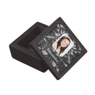 Schwarzer Spitze-Fotohintergrund Schachtel