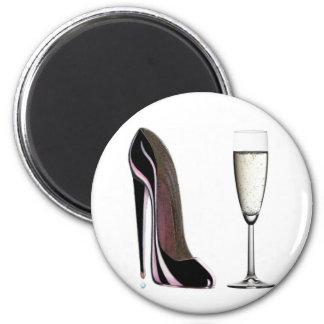 Schwarzer Stilett-Schuh und Champagne-Glas Runder Magnet 5,7 Cm