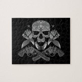 Schwarzer u. weißer Schädel und Gewehre Puzzle