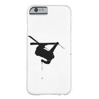 Schwarzer u. weißer Skifahrer Barely There iPhone 6 Hülle