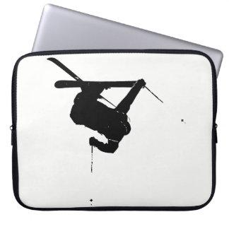 Schwarzer u. weißer Skifahrer Laptop Sleeve