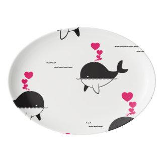 Schwarzer u. weißer Wal-Entwurf mit Herzen Porzellan Servierplatte