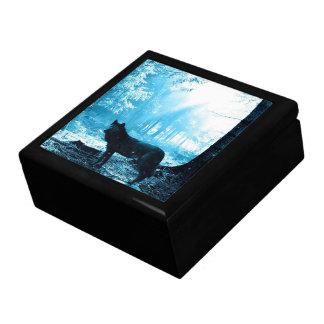 Schwarzer Wolf allein im Wald Geschenkbox