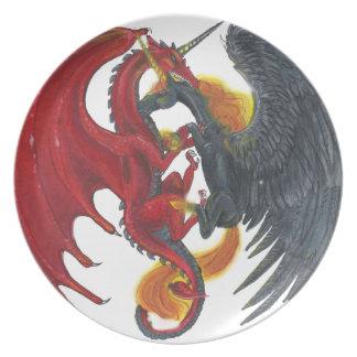 Schwarzes Feuer-Einhorn und roter Drache Melaminteller