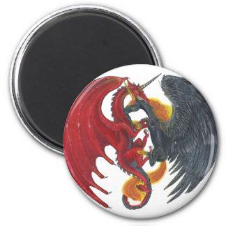 Schwarzes Feuer-Einhorn und roter Drache Runder Magnet 5,1 Cm