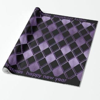 Schwarzes Geschenkpapier mit lila Karo Muster