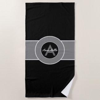 Schwarzes graues Monogramm personalisiert Strandtuch