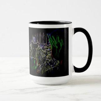 Schwarzes Kätzchen in den Neongarten-Tassen Tasse