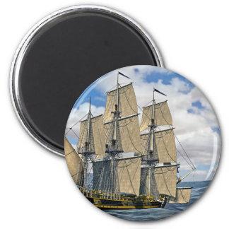 Schwarzes Korvette-Schiffs-Segeln an einem Runder Magnet 5,7 Cm