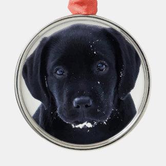 Schwarzes Labrador - Schnee-Welpe Silbernes Ornament