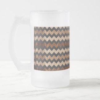 Schwarzes Leder-und Holz-Zickzack-Muster Mattglas Bierglas