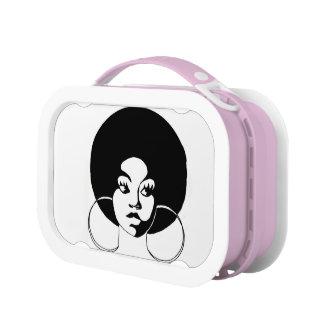 Schwarzes Mädchen mit AfroLunchbox