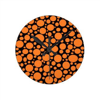 Schwarzes Meer der orange Blasen-Uhr