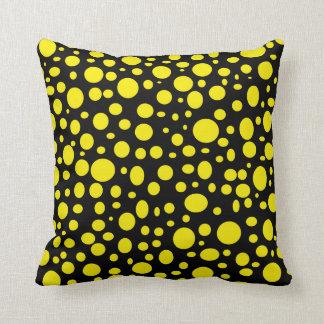 Schwarzes Meer des gelben Blasen-Kissens Kissen