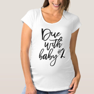 Schwarzes Skript passend mit Baby Nr. 2 Schwangerschaft-T-Shirt