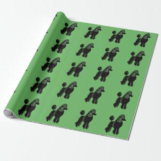 Schwarzes Standardpudel-grünes Packpapier