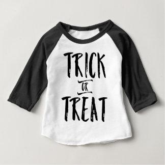 Schwarzes Text-T-Stück Trick-oder Baby T-shirt