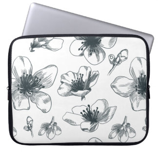 Schwarzes u. weißes Blumenmuster Laptop Sleeve