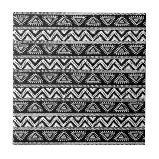 Schwarzes u. weißes Stammes- geometrisches Muster Fliese