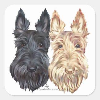 Schwarzes u. Wheaten schottische Terrier Quadratischer Aufkleber