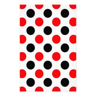 Schwarzes und rotes Punkte-Muster Bedrucktes Papier