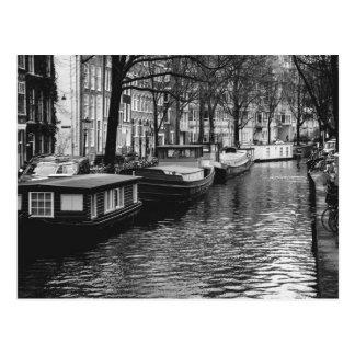 Schwarzweiss-Amsterdam-Kanal-Fotografie Postkarte