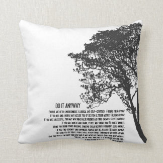 Schwarzweiss-Baum tun es irgendwie Kissen
