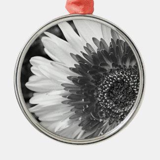 Schwarzweiss-Blume Rundes Silberfarbenes Ornament
